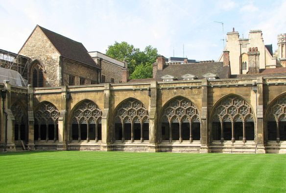 Westminster Abbey cloister, By Bernard Gagnon (Own work) [GFDL (http://www.gnu.org/copyleft/fdl.html) or CC-BY-SA-3.0-2.5-2.0-1.0 (http://creativecommons.org/licenses/by-sa/3.0)], via Wikimedia Commons